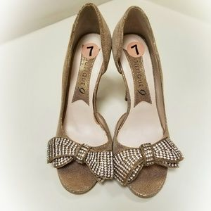 Boutique 9 Derry | Gold Bow Heels Size 7 NEW
